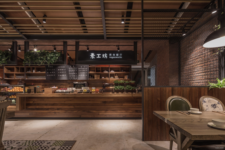 """项目名称:素工坊素食餐厅—Veganworks 项目地址:杭州市市民中心内 面积:300平米 完成时间:2015年12月 设计公司:杭州易构装饰设计有限公司 设计主创:王志洪 设计说明: """"素工坊""""提倡的是健康养生的素餐,设计中并未毫无意识地迎合""""素""""的表面寓意将餐厅设计成清水混凝土式的淡而无味的素色空间,反而利用色彩、花卉绿植以及石头、实木等装饰材料本身的质地与肌理,并结合整体软装营造出一片自然、休闲、生机盎然的就餐氛围。 整体空间设计融入自然"""